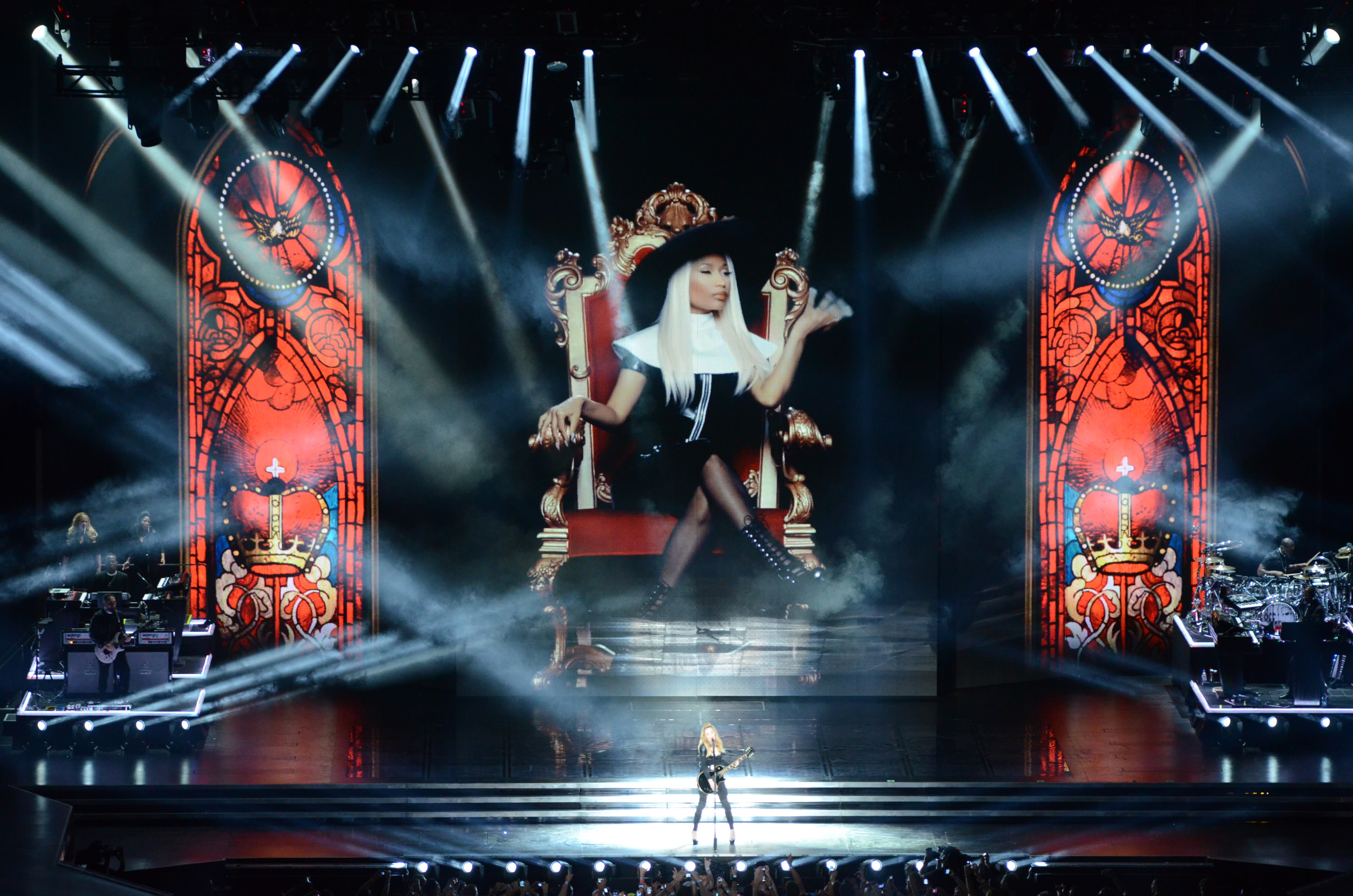MDNA_Tour_2012_Live_Show_Content.jpg